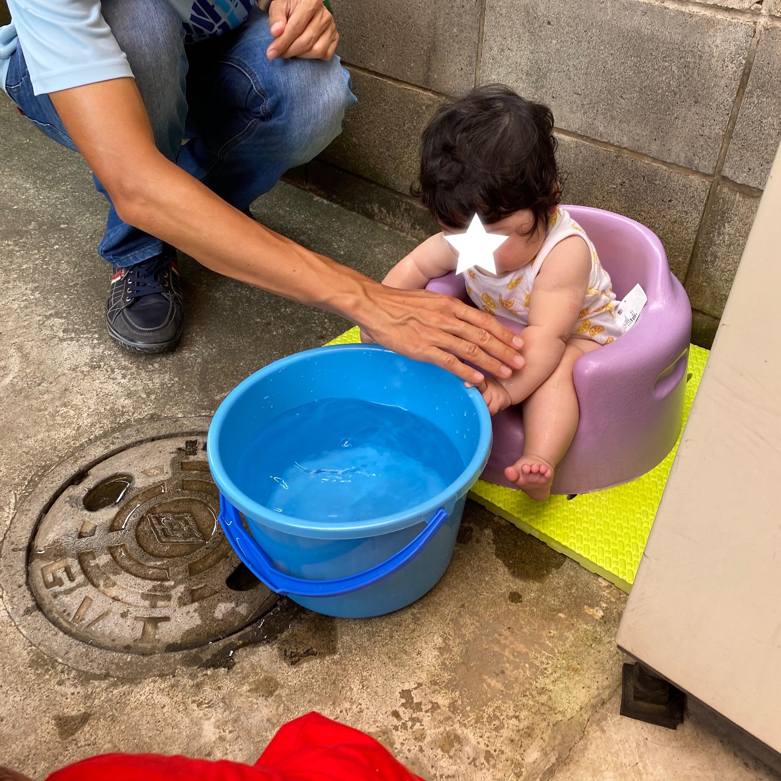 赤ちゃんの水あそび